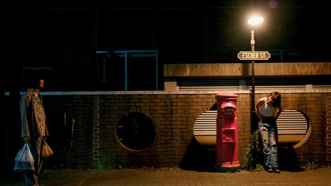 エッシャー通りの赤いポスト